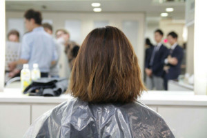 毛先がゴワゴワしてきてしまう原因も「残留」「蓄積」です。 カラーリンスでは、マニキュア系の染料のものがほとんどです。